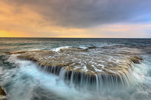 vlny v oceanu